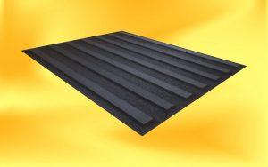 Černý vodící pás s černými proužky